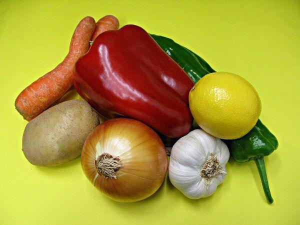 alimentos-imprescindibles-cocina-pimiento-zanahoria-limón
